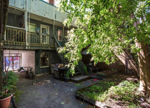 Immeuble de 419,90 m² à Montréal arrière