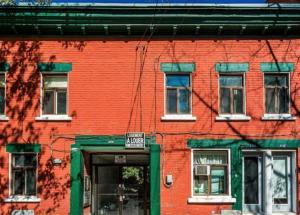 Immeuble de 419,90 m² à Montréal devant